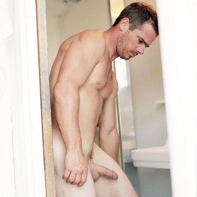 Rob keeping it clean | Flesh 'n' Boners | Daily Dudes @ Dude Dump