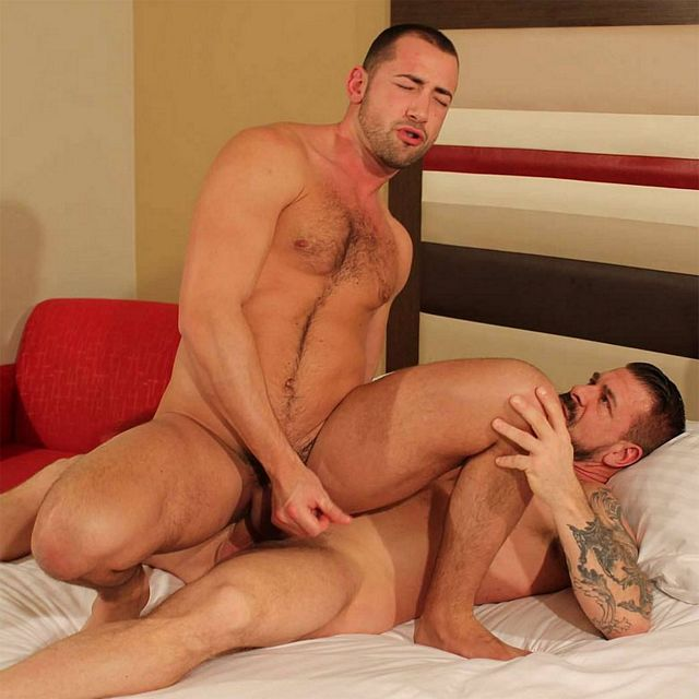Rocco Steele raw-fucks Donnie Dean | Daily Dudes @ Dude Dump