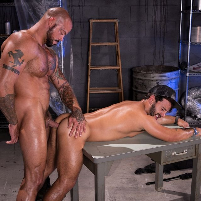 "Sean Duran Drills Rafael Lords in ""Wasteland"" 