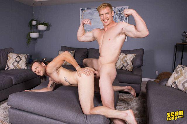 Sean gets a bareback 9-inch cock from Jax | Daily Dudes @ Dude Dump