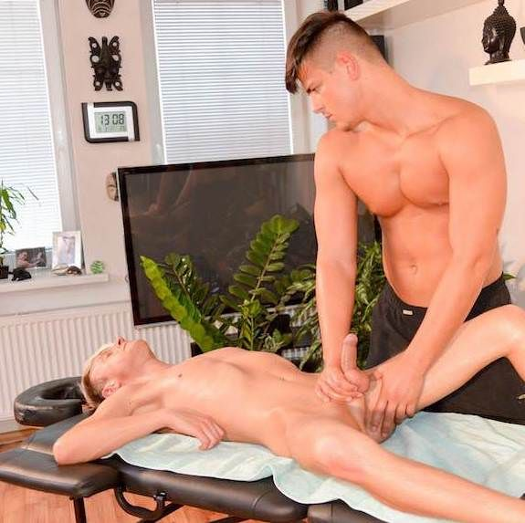 Shane Gives A Sensual Massage | Daily Dudes @ Dude Dump