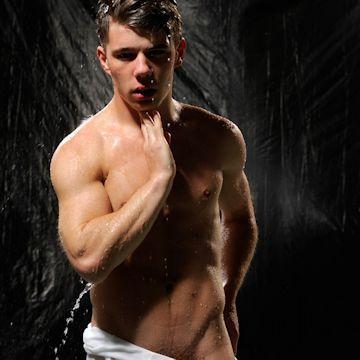 Simon King wet and wild | Daily Dudes @ Dude Dump