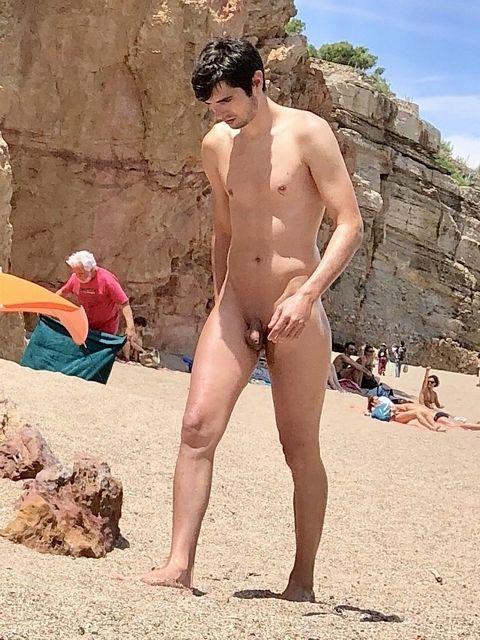 Spy Cam Dude: Nude beach! | Daily Dudes @ Dude Dump