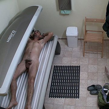 Spycams in the tanning cabin | Daily Dudes @ Dude Dump
