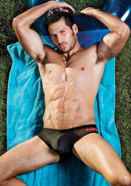 Summer bulges! | Daily Dudes @ Dude Dump