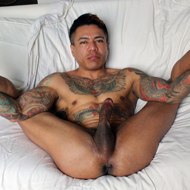 Tight-Bodied & Tatted-Up | Daily Dudes @ Dude Dump
