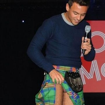 Tom Daley wardrobe malfunction | Daily Dudes @ Dude Dump