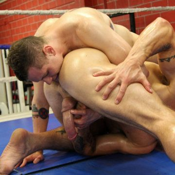 Trenton gets licked in the ring | Daily Dudes @ Dude Dump