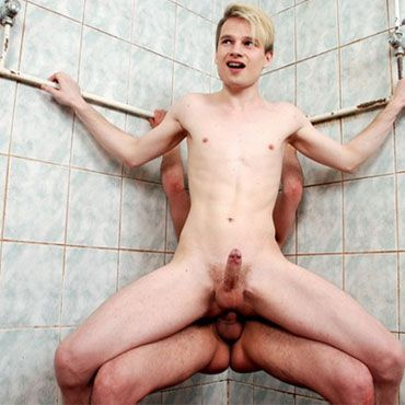 Twinks fuck in the shower | Daily Dudes @ Dude Dump