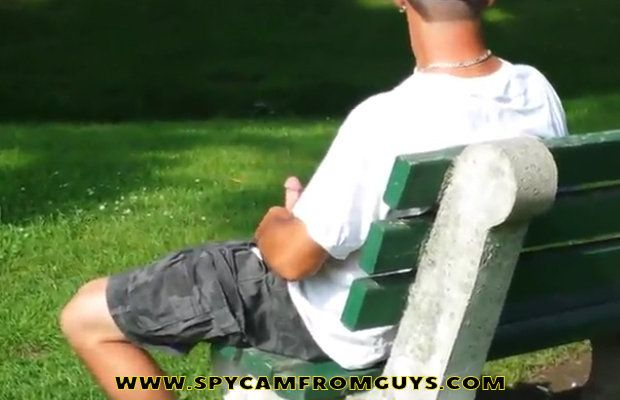 Watch this man wanking on the park bench | Daily Dudes @ Dude Dump