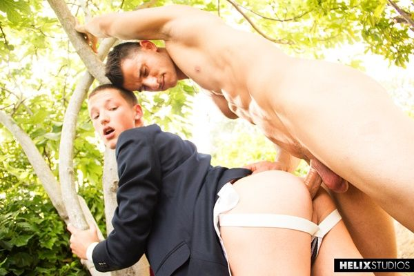 Well-hung Kellan Parker fucks cute Casey Tanner | Daily Dudes @ Dude Dump