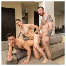 This straight guy can't refuse a threesome! | Daily Dudes @ Dude Dump